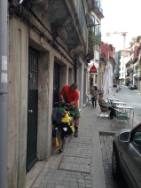 Jay finalizing the bike packing in Porto